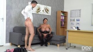 Voluptuous boss Harmony Reigns can't get enough of employes big fat cock